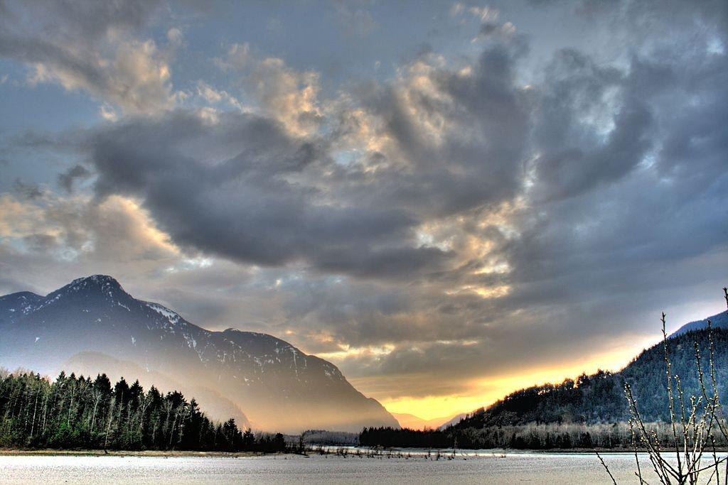 1024px-Sunset_Hope_British_Columbia_Canada_12B