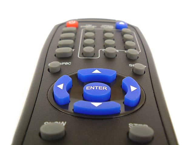 640px-Generic-remote-control-shallow-focus